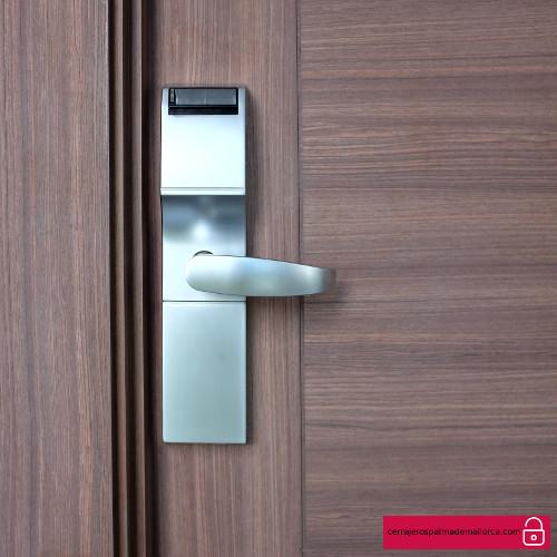 que puerta instalar en casa